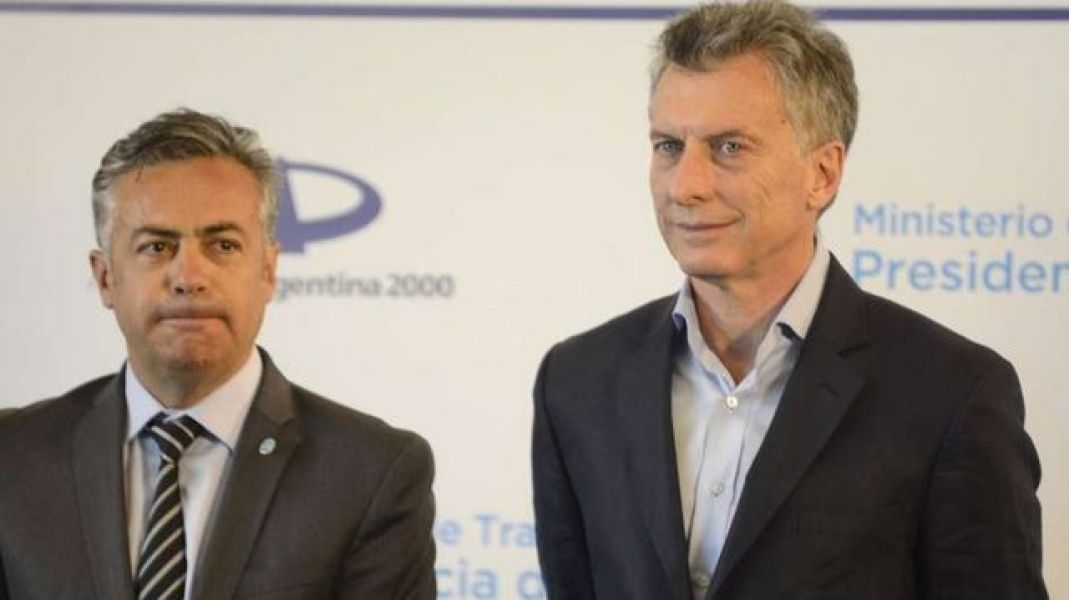 El gobernador radical de Mendoza Alfredo Cornejo y Mauricio Macri parecen distanciarse con el desdoblamiento de las elecciones.
