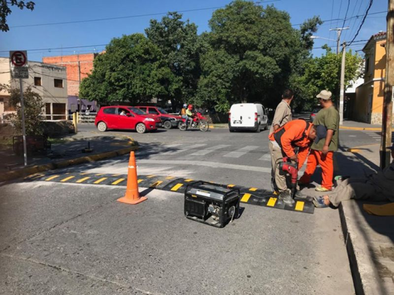 Los reductores de velocidad están definidas en los lineamientos del Plan de Movilidad de la Municipalidad de Salta.