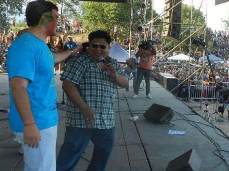 El locutor Juan Carlos García, quien había animado el desentierro del Carnaval reclamó honorarios por su trabajo.