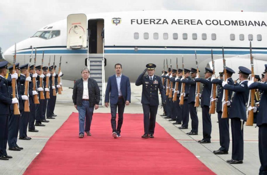 Guaidó llega a Bogotá para aumentar la presión contra Maduro en Venezuela.