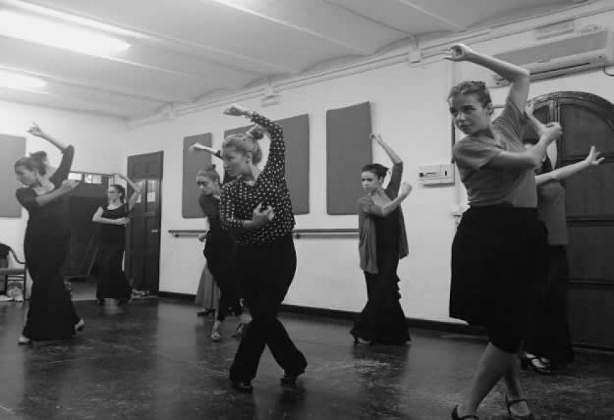 """""""Heprocurado revalorizar en cada presentación artística la cultura española y el arte jondo"""", sostiene Daniela Pérez, maestra de danza española."""