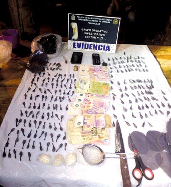 Junto al secuestro de droga se procedió a la detención de cuatro personas.