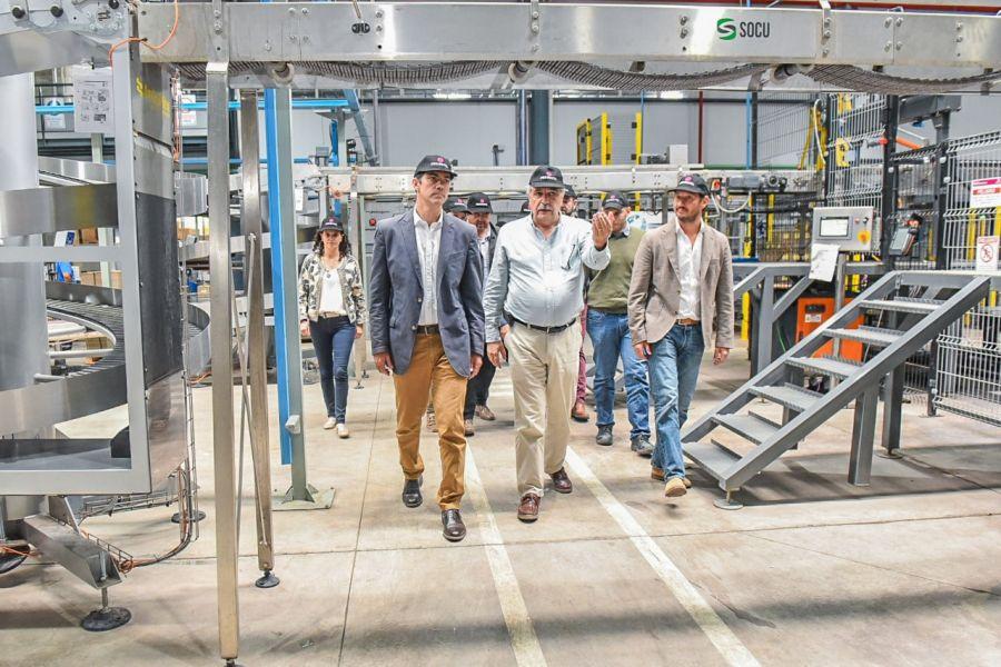 El gobernador Urtubey estuvo ayer en Mendoza y visitó la planta de FeCoVitA.