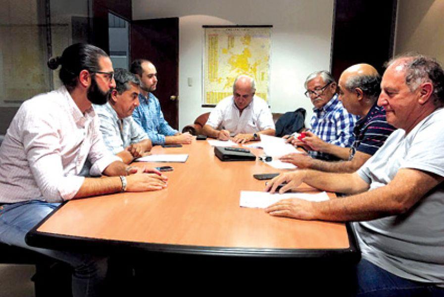 La Municipalidad acordó con los gremios el acuerdo.